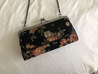 ANNA SUI | Vintage Style Black Floral Rose Clutch with Removeable Chain | Bag | Wallet | Purse