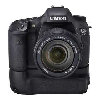 Canon EOS 7D with addition original Battery grip BG-E7 with dual battery