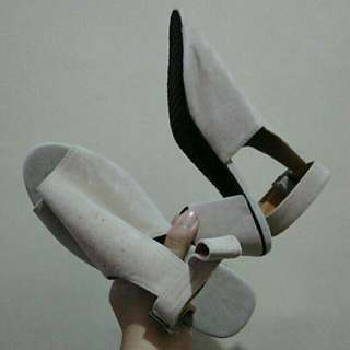 block heels ONHANND