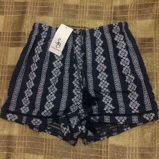 SOMETHING BORROWED printed hem detailed shorts