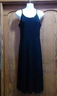 🚚 黑色細肩帶洋裝