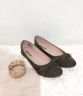 Charity Sale! Authentic Lower East Side Suede Comfortable Work Office Women's Flats Shoes Size 8