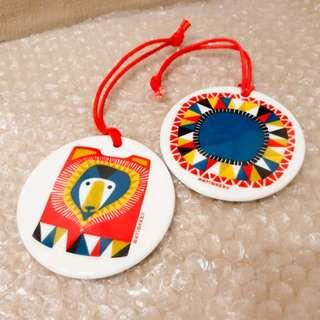 1set2個歐經典品牌Marimekko陶瓷掛飾