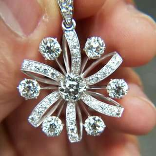 Anting berlian mewah