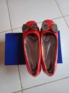 Sepatu teplek Fladeo
