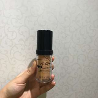 LA Girl Glow HD foundation in Natural
