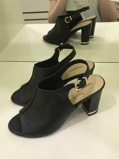 *100% BRAND NEW* black low heels