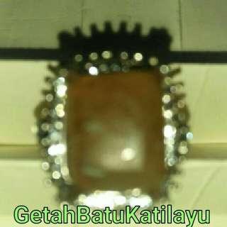 """Batu""""Getah Katilayu"""" asli dari Cirebon. Manfaatnya klik di Google. Kalau dipakai hindarkan dari( berubah jelly)"""