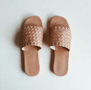 Woven leather sandal - brown or black