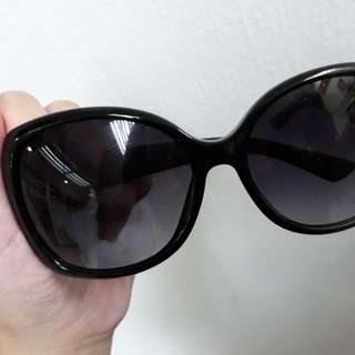 AUTHENTIC GUCCI Sunglasses with full box and card