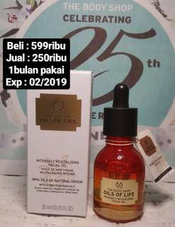 "body shop oils of life ""facial oil"""