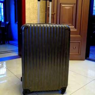 大尺寸行李箱Luggage 用過三次而已