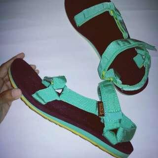 TEVA sandals; unisex; ukuran alas kaki Indonesia/EU 39 (UK 6, US 8.5)