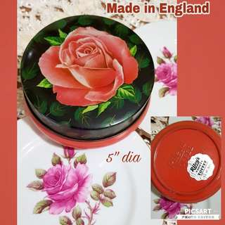 Lovely Vintage Tins for Sale: Rose motif Riley's Toffee Tin (made in England), Spice Tin (made in Spain) & Butter Brazil Tin (made in England). Sizes in the photos. Good Condition, no rust. $10 each or all 3pcs for $25 only! sms 96337309.