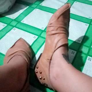 Leather Shoes With Studs Color: Tan Size 6-7
