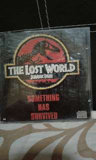 VCd  English  The lost world  Jurassic park John Hammond (Richard Attenborough) summons chaos theorist Ian Malcolm (Jeff Goldblum) to his home with some startling information -- while nearly