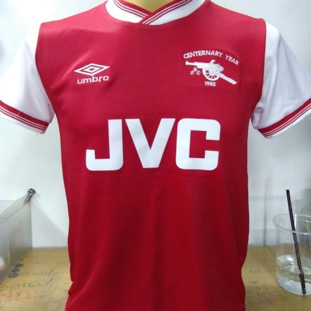 huge discount 3be20 a218a Arsenal retro jersey, Sports, Sports Apparel on Carousell