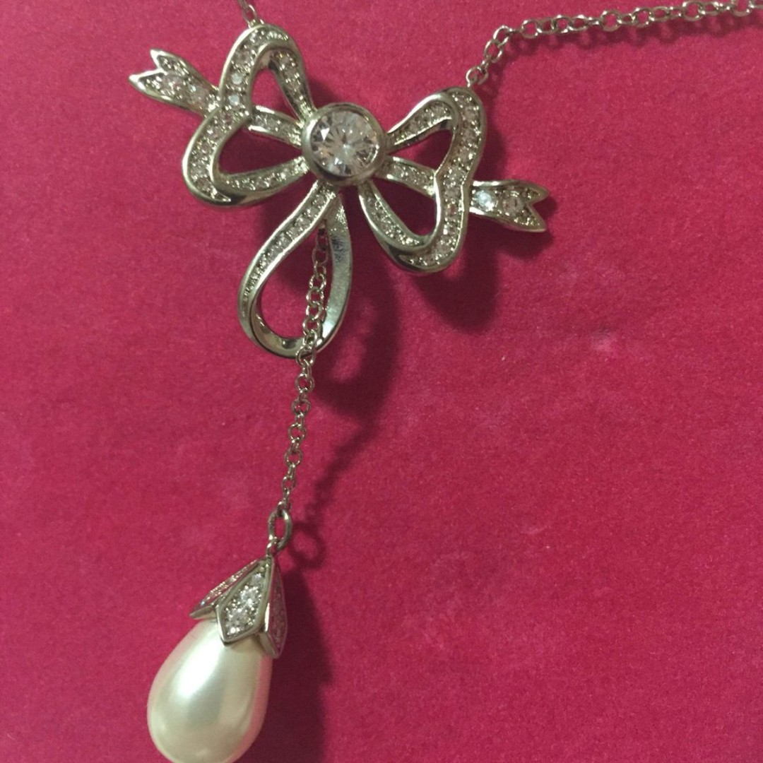 Crystal Bow Pendant Pearl Chain Stunning Butler and Wilson designer necklace