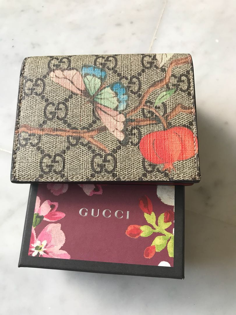 34c87c33e97c8f Gucci Tian Supreme Card Case, Women's Fashion, Bags & Wallets on Carousell