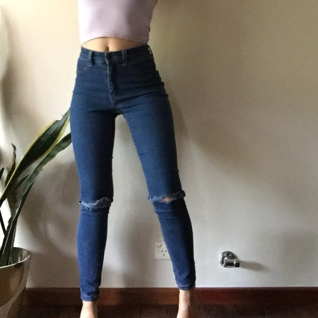 """high waisted stretchy jeans size 4 will fit 24"""" waist"""