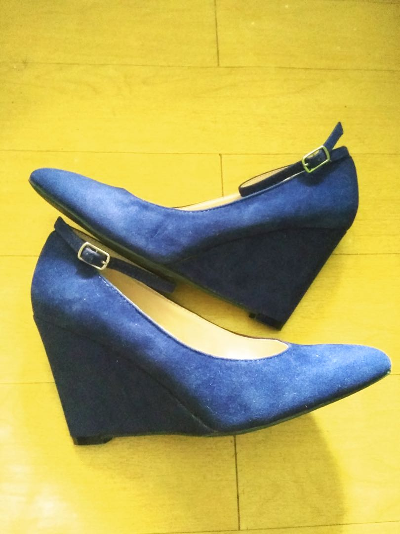 Syrup (from People Are People) blue wedge size 8