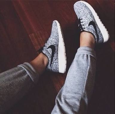 Womans nikes roshes