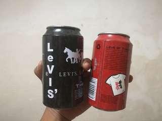 Levi's T-shirt Cans