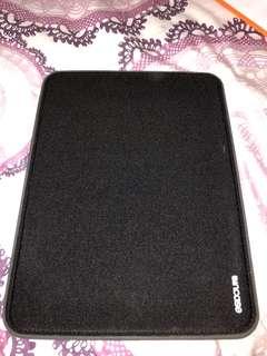 Incase magnetic MacBook Air case