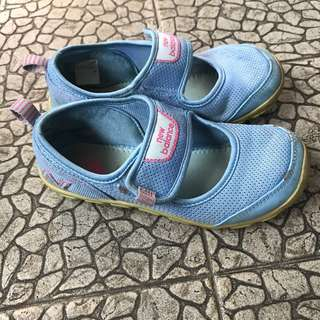Girl's New Balance shoes