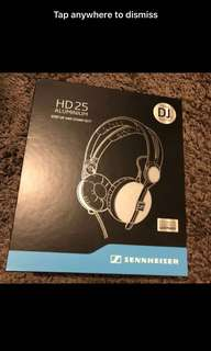 Sennheiser HD 25 Aluminium step up and stand out! The Pro DJs Favourite (Silver/ Grey)