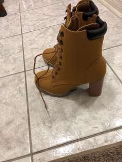 NWT-Ardenes-Timberland like heel boots
