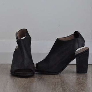 """Wittner """"Oscari"""" Open Toe with Block Heel and Button Fastens"""