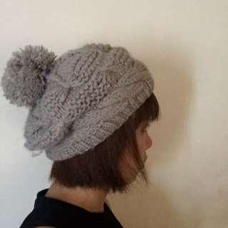 專櫃灰色球毛帽