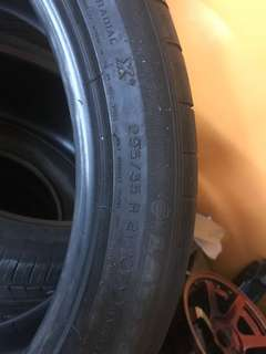 Used tyre 295-35-21 Michilin DOM2015 made in France only have 2pcs RM 400 per pcs