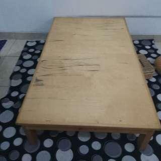 Meja lesehan untuk rumah makan