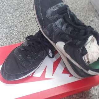 Nike慢跑鞋,28號是正