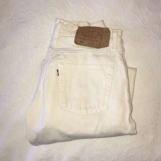 Urban Outfitters Levi Mom jeans WHITE