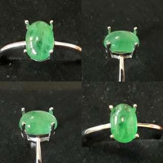 🎆Special Offer🎆 Emerald carbocheon with ready Ring casing. Emerald from Namibia. Nice green. Ring size : adjustable, 925 silver plated white gold to last.