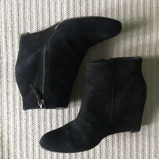 5th Avenue Suede Boots