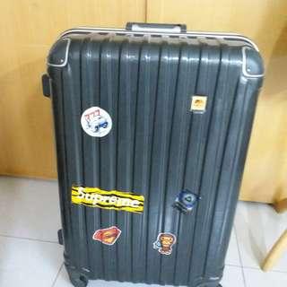 4 Wheels Luggage Size H 29inch W18inch. Lost key