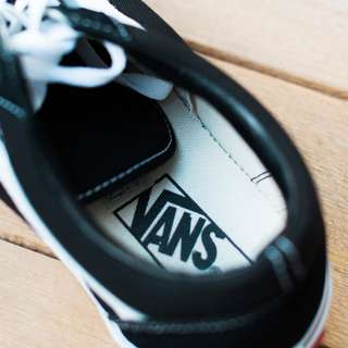 Authentic Vans - Old Skool (black and white)