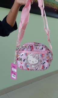 Tas selempang hello kitty