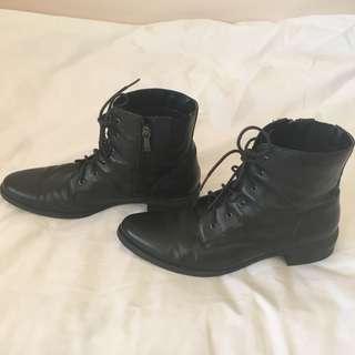 Diana Ferrari Black Boots