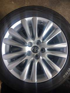 """Used 18"""" Original Toyota harrier Rims with tyres"""