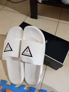Guess slide slipper