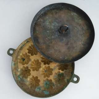 Bahulu mould with cover