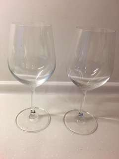 Very thin very good quality LARGE wine glasses