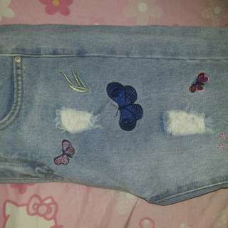 Ripped highwaist with butterfly design