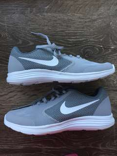 NEW Nike Revolution 3's: Womens 7.5-8