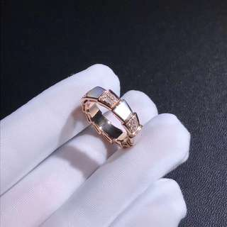 Bvlgari 闊版白貝殼鑽石蛇紋戒指